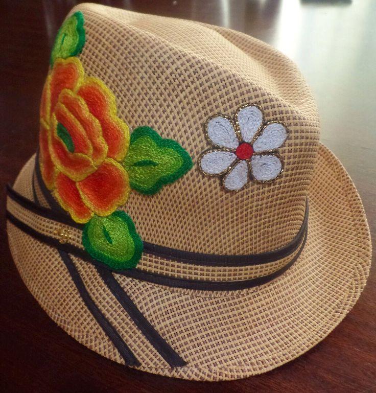 $$$$ sombrero con aplicación bordada a mano