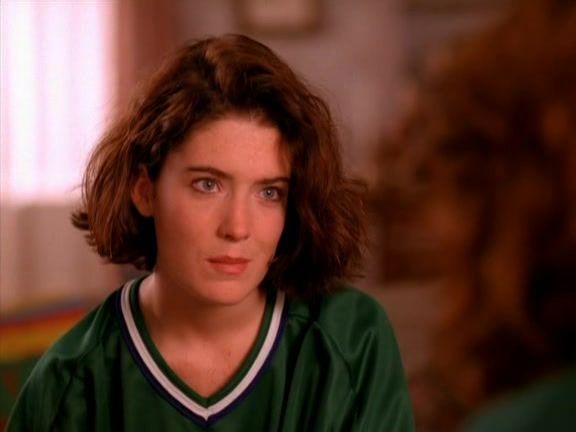 Recap of Twin Peaks Season 1 Episode 1 (S01E01) - 20