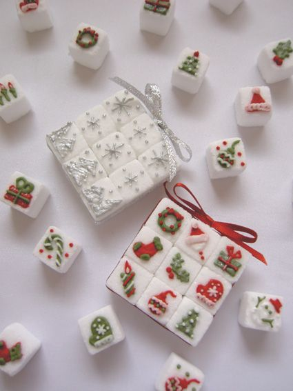 "Christmas Sugar Cubes **Idea Only**  NOTE: No instructions in link and blog  is not in English. KZ: possible use royal icing to create decorations. Let dry and then add a dab of frosting to ""glue"" to cube."