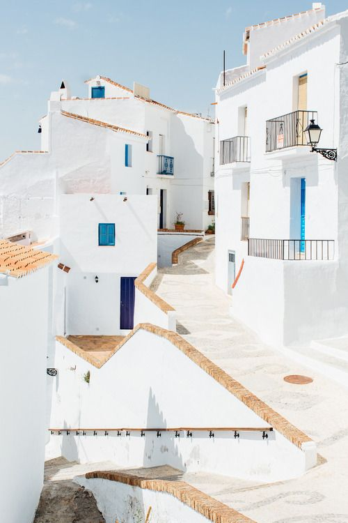 Frigiliana, Andalusia, Spain. The quarter is made up of steep cobbled alleyways winding past white houses resplendent with flowers