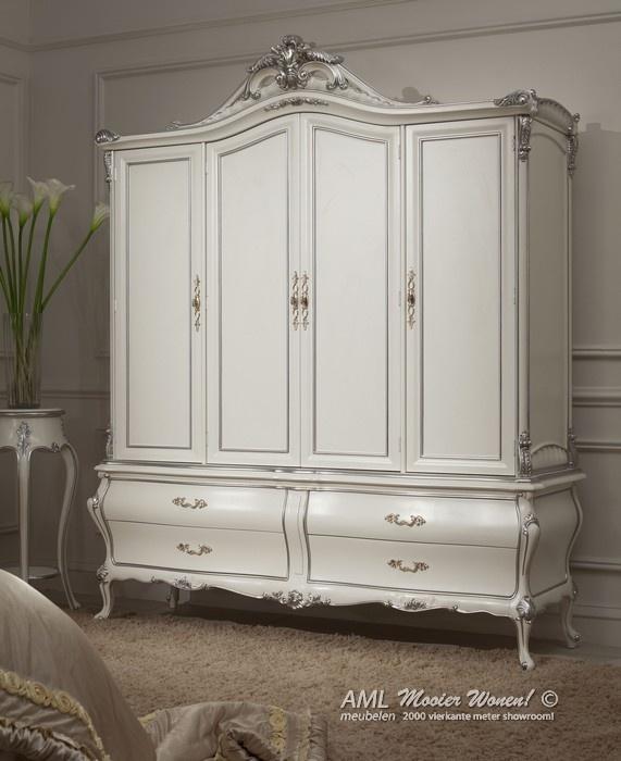 © AML Meubelen Trendy meubels met de invloeden van de barok en versace stijl.