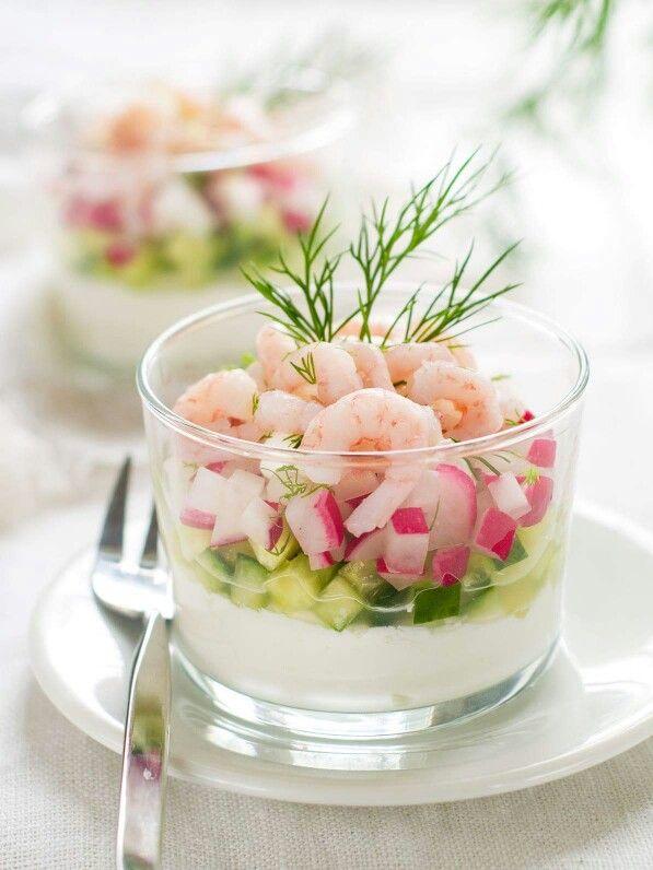 Presentatie idee van roze garnalen, komkommer en radijs !