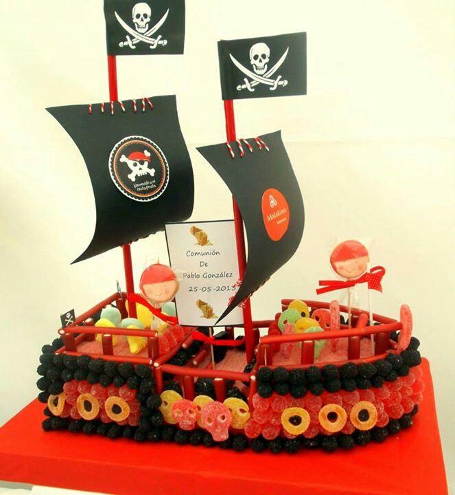 Barco pirata hecho con golosinas