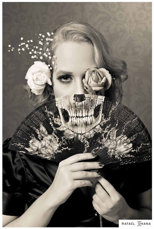 Hiding a eye with a rose, hiding the lower face with a skull fan awesome