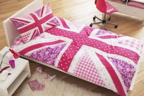 Get in the pink with this pink patchwork union jack duvet for Pink union jack bedding