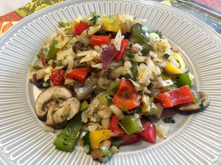 Nieuw recept: Groente roerbakmix met rösti:  Lekkere paprika mix met champignons en rösti, rösti is een typisch zwitsers gerecht en bovendien erg lekker in combinatie met groenten. Dit maakt het roerbakgerecht erg bijzonder. De rösti moet de geraspte variant zijn en niet de rondo's, de rösti vind je terug in iedere supermarkt bij de diepvries afdeling bij de aardappelproducten.   http://wessalicious.com/groente-roerbakmix-met-rosti/