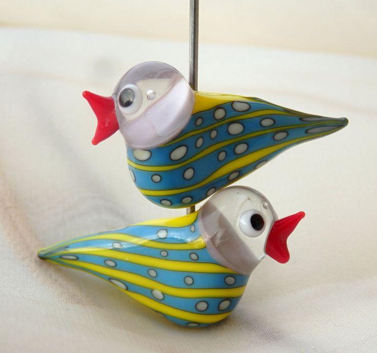 Ptáček+Autorská+vinutka+ptáčka.+Velikost+cca:+Délka:+36+mm+Výška:+15+mm+Průvlek:+1,5+mm+Cena+za+jeden+kus.