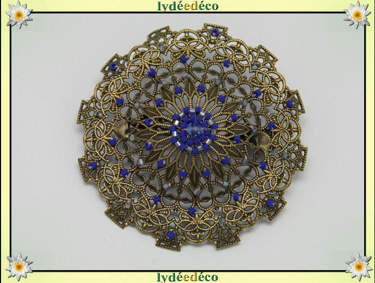 Broche dentelle et coeurs retro tons bleus bronze en tissage de perles : Broche par lydeedeco