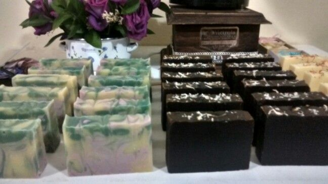 Jabones naturales de ortiga y chocolate.