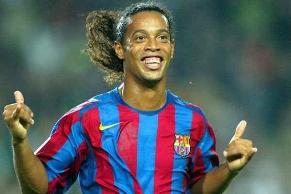 Play With Smile, Ronaldinho il calcio e il Milan Play with smile, Ronaldinho il calcio il Milan su RTR Sports. Ronaldinho dice addio al Milan e al calcio.... Ronaldinho lascia il Milan Un mese Ronaldinho fa ha appeso gli scarpini al chiodo una de