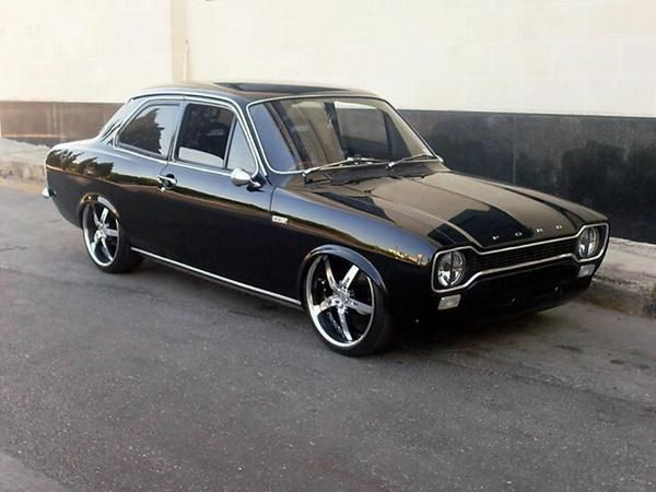 Black Ford Escort Mk1