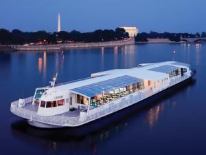 10 Ways to Celebrate New Year's Eve 2016 in Washington DC: Take a Cruise Along the Potomac River