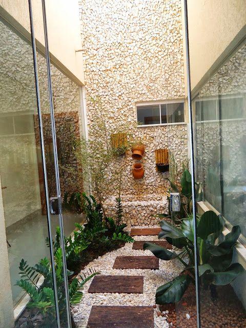 Jardim de Inverno: com cascata usando potes de barro e parede foi revestida de pedra portuguesa  Projeto de Mayse Mendonça: