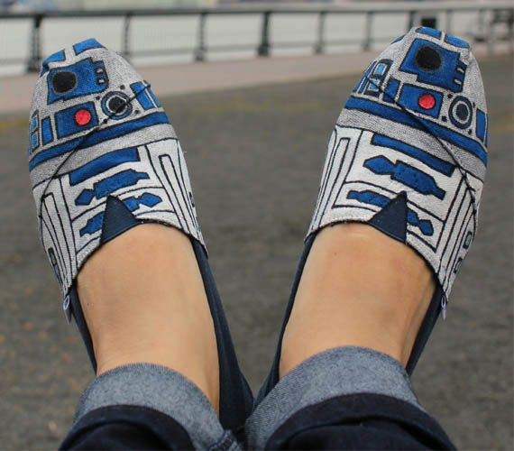 DIY Star Wars Toms! R2D2!