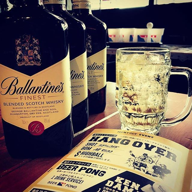 """【本日🍻】新宿店では、2と4のつく日は""""HangOverDay""""ハイボールが1$価格112円です!他にもshot50%off、BOMカクテル500円など、二日酔い間違いなしの内容になってます!GW初日から二日酔いになるのはいかがですか?笑 ぜひ、お待ちしております! #hangouthangover  #highball  #beerpong  #肉 #酒 #ハイボール #唐揚げ ないけど。 #テキーラ #ショット #二日酔い #HangOver #酒ボム #史上最低のGW"""