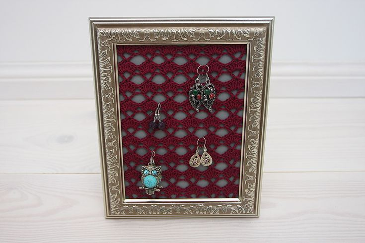 This beautiful crocheted lace in photo frame is perfect for hanging earrings, just hook them into the lace to keep them organised and easy to access. A lovely gift for a jewellery lover or for yourself!