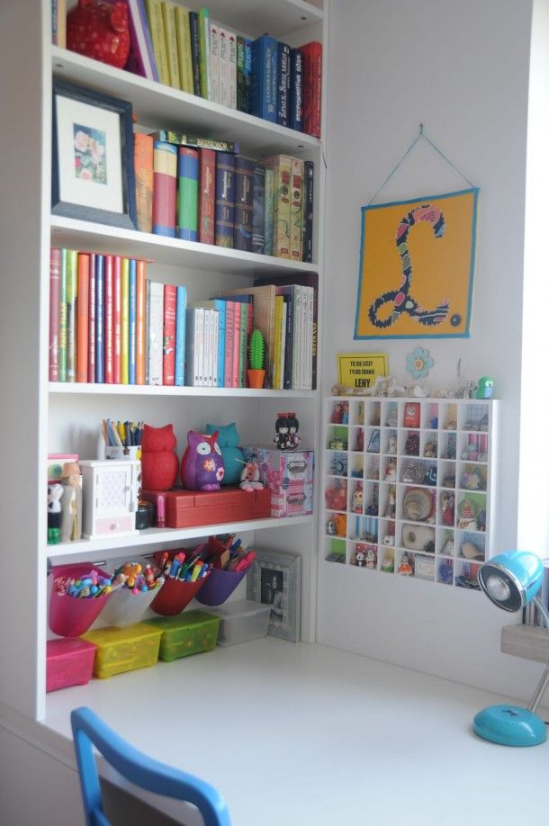 how to organise books around kids' desk