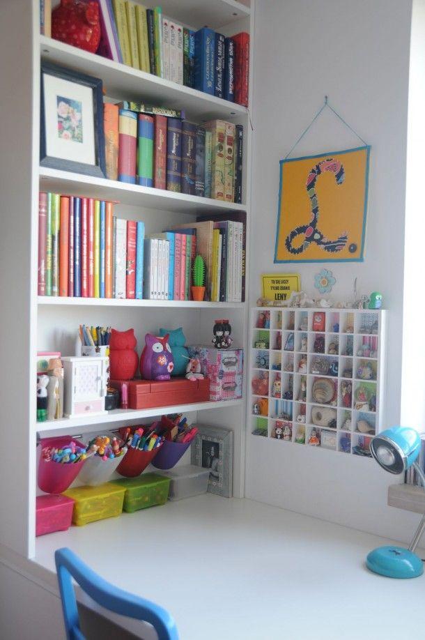 how to organise books around kids' desk