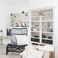 Med enkle, få midler fra naturens hånd har butiksejer Karen Kjeldsen skabt et smukt hjem med løsninger, der giver mere plads