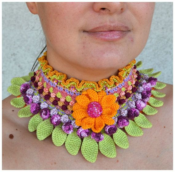 Statement chocker in bold colors. Uniquely crochet piece of jewelery that includes a sunflower with the middle done in crochet beads on wire. Free