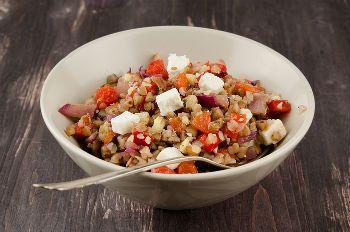Сырный салат с гречкой