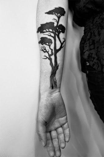 Voir cette épingle et d\u0027autres images dans Tattoo Ideas. Tatouage arbre