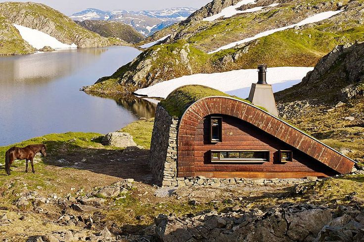 Tiny isolated cabin in Norway is only accessible by foot or horse