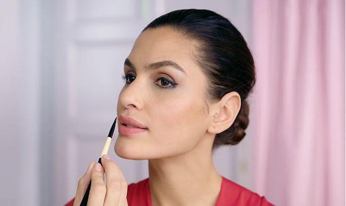 ΒΗΜΑ ΠΡΟΣ ΒΗΜΑ: ΠΙΝΕΛΑ ΓΙΑ ΤΑ ΧΕΙΛΗ   Oriflame Cosmetics