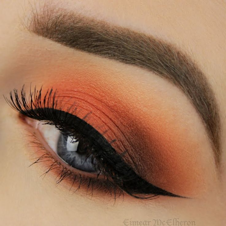 Capture the beauty of sunset in your eyes with copper and orange eyeshadow hues. Watch this video tutorial to recreate this night out stunner.