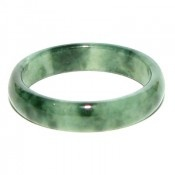 So hard (and expensive) to find these jade rings now, lament not buying more when I had the opportunity.