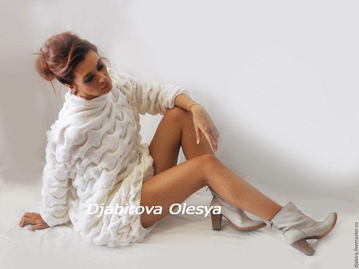 Купить Вязанное платье ручной авторской работы Облака - однотонный, оверсайз, платье вязаное