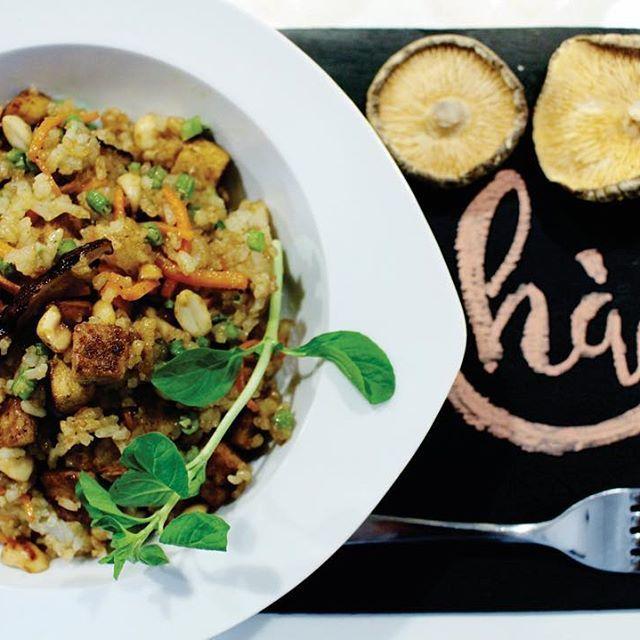 ¡Hola! ¡HÀO! 🙌🏽 Comenzamos el año con toda la buena energía, los buenos alimentos y los buenos momentos. HÀO es un espacio acogedor con una nueva propuesta gastronómica vegetariana, donde Puedes: TOMAR MEDIAS NUEVES, ALMORZAR, TOMAR ONCES Y MUCHAS COSAS MAS. Estamos en el barrio la soledad, calle 36#24-56 Bogotá. Colombia. Horario: 10:00 a 18:00 ¡TE ESPERAMOS EN HÀO! #haobogota #vegetariano #vegetarianosenbogota #veggie #dondecomerbogota #arroz #almuerzo #nuevo #smoothies #2017 #bogota…