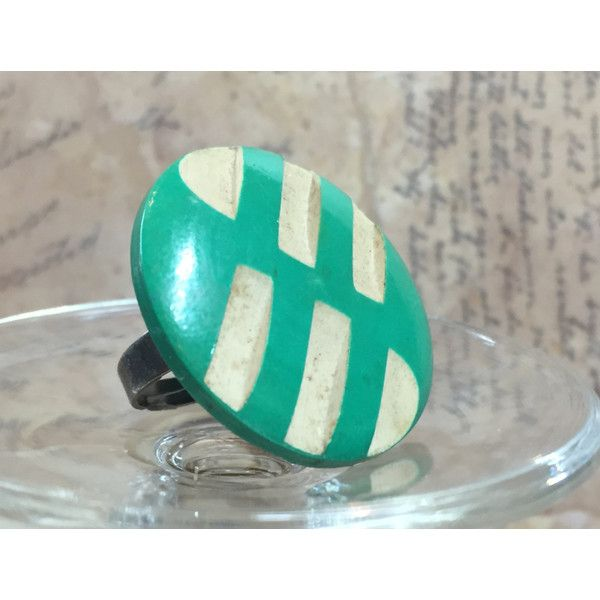 Adjustable Vintage Wood Resin Button Ring (270 MXN) ❤ liked on Polyvore featuring jewelry, rings, vintage jewellery, vintage jewelry, adjustable rings and vintage rings