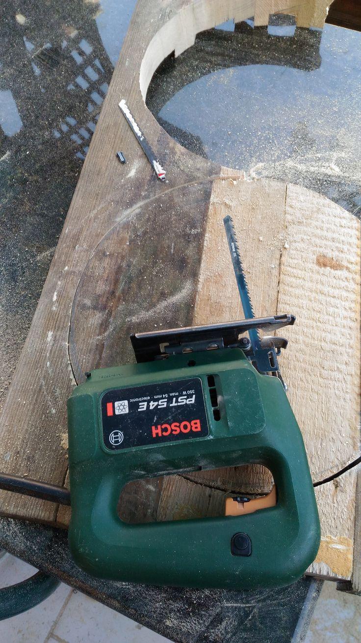 Ecco i tagli delle due sedute dei sgabelli da restaurare