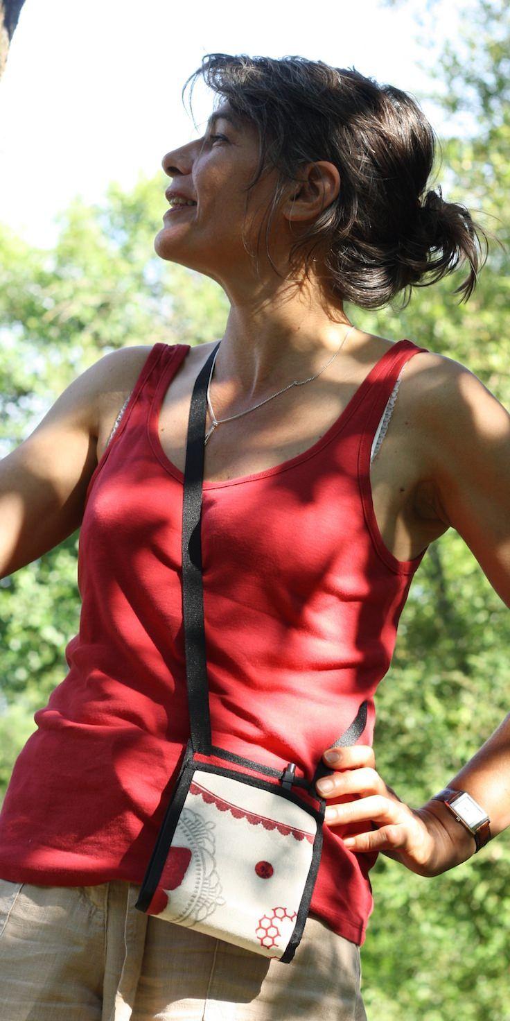 ~ Ti Sac Romantique rouge ~ Un petit sac léger et élégant pour cet été ~ #summer #bags #sac #léger #madeInFrance #minimal-design #woman #fashion More > https://www.tisac.shop