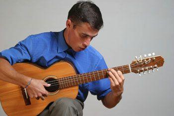 Na quinta-feira, 7, às 17h e No domingo, dia 10 de junho, às 14h, o violeiro Sidnei Oliveira se apresenta no Sesc Santo Amaro com entrada Catraca Livre.