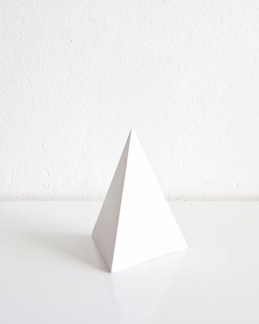ANNALEENAS HEM // home decor and inspiration: SHOP __________ coffee table pyramid