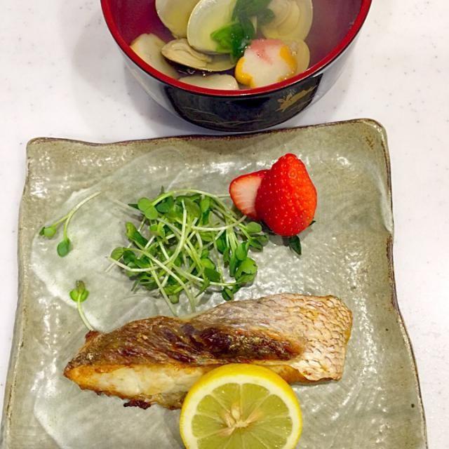 ご飯にしましょう(((o(*゚▽゚*)o))) - 21件のもぐもぐ - 鯛の塩焼き    ハマグリのお吸い物 by kiyomisoramama