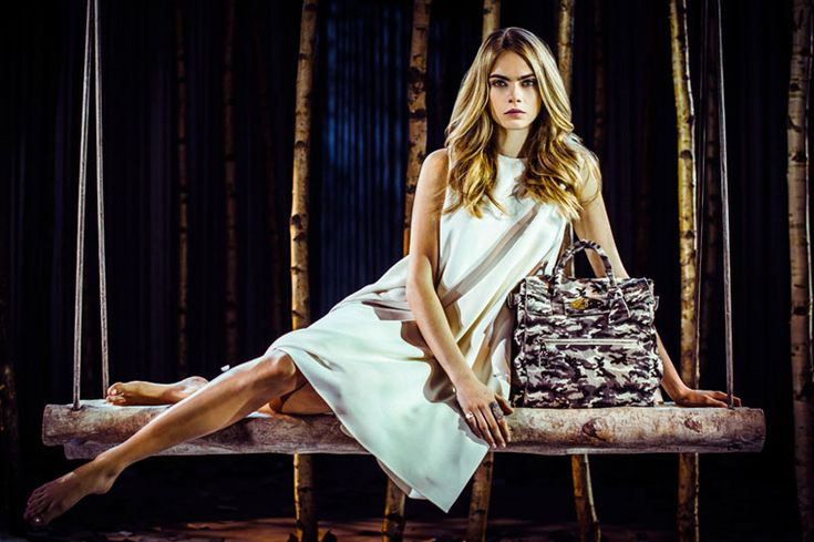 Cara Delevingne Launches Her Mulberry Bag Collection http://www.emodno.com/?p=89033