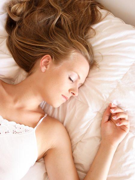 Kein Verzicht und eiserne Disziplin, sondern Abnehmen im Schlaf. Schlank im Schlaf klingt nach einem Märchen, ist aber die erfolgreichste