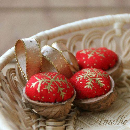 Retro Vánoční ozdoby - oříšek - červený