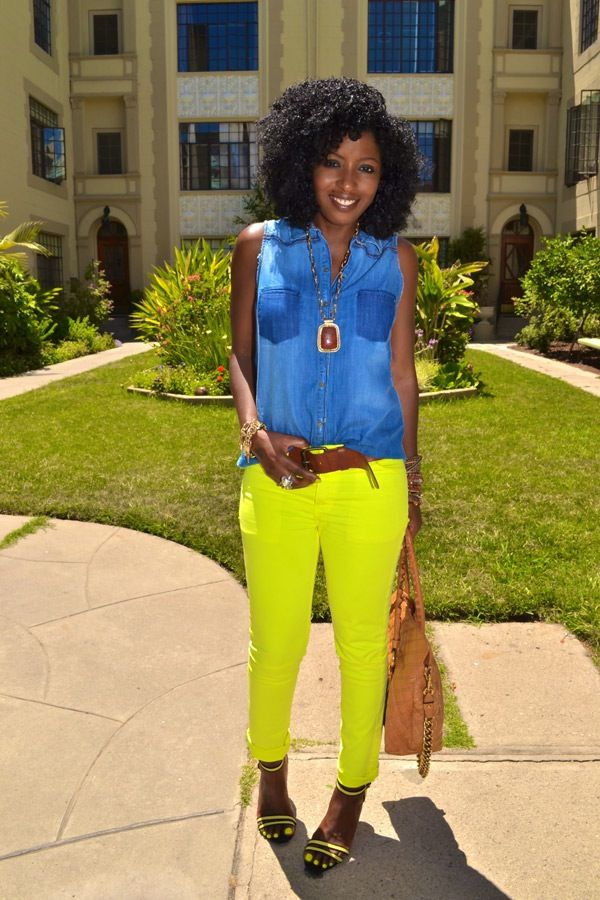I really like her style! Now I want  neon skinnies! Sleeveless Denim Shirt + Neon Skinnies + Neon Sandals
