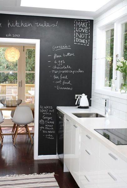 Fotografía de Pintura pizarra cocina por Miriam Martí #1383985. Cada vez es más frecuentes limitar los azulejos de la cocina únicamente a la zona de preparación de los alimentos. Así, muchas de las paredes restantes pueden pintarse. La pintura debe ser de calidad, pues recordemos que es un área de la casa con humedad y vapores frecuentes, pero es recomendable pintar cada 2 o 3 años, por lo que las paredes y la pintura de tu cocina pueden estar perfectamente en la lista del 20%. Algo temporal…