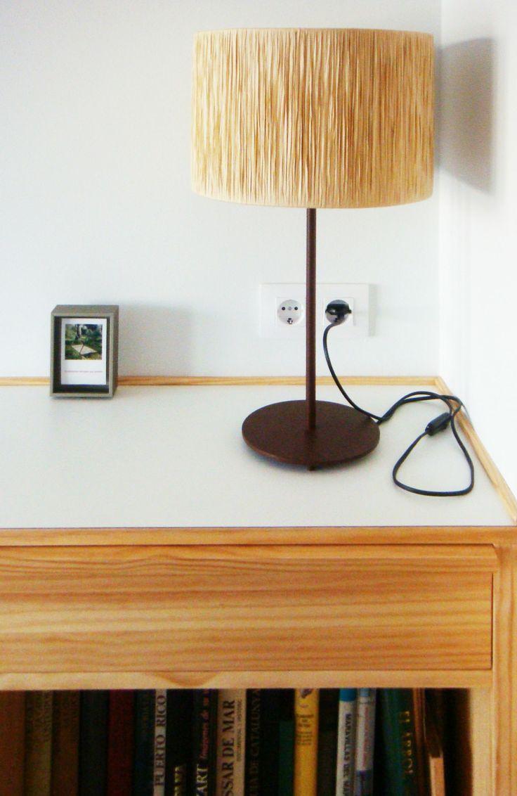 Detalle del mueble mesilla de la sala de audición. Diseño y reforma de 08023 Arquitectos - Barcelona