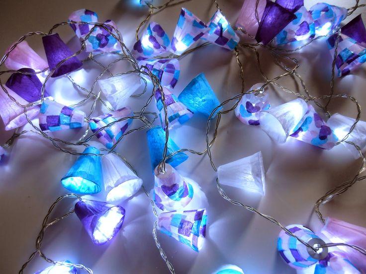 guirnalda de luces con hueveras