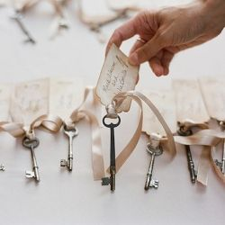 Pin now, look later.. This site is like the Pinterest of weddings... literally. pin this now.: Placecard, Old Keys, Vintage Keys, Idea, Seats Card, Place Card, Escortcard, Escort Card, Skeletons Keys