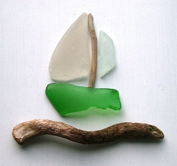 Dieses Bild hat mit natürlichem Treibholz und Meer Glas auf einem gemalten weißen Hintergrund erstellt worden. Ich habe Zeit, die sorgfältige