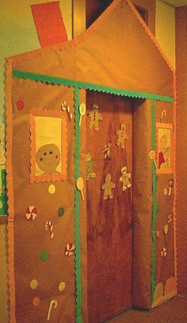 Christmas door.Gingerbread United, Christmas Time, Doors Decor, Christmas Doors, Front Doors, Gingerbread House, Gingerbread Man, Classroom Doors, Christmas Bulletin Boards
