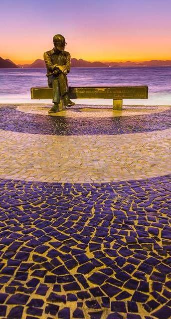 """""""O mundo é grande e cabe nesta janela sobre o mar."""" Carlos Drummond de Andrade bronze statue Copacabana Beach - Rio de Janeir"""