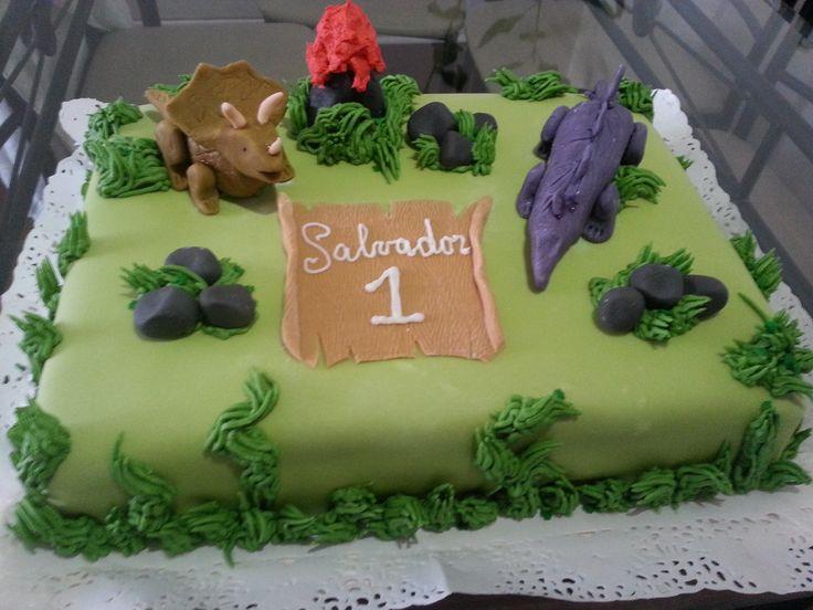 Torta de dinosaurios de bizcocho de chocolate